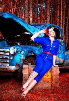 pin-ups_and_cars_012
